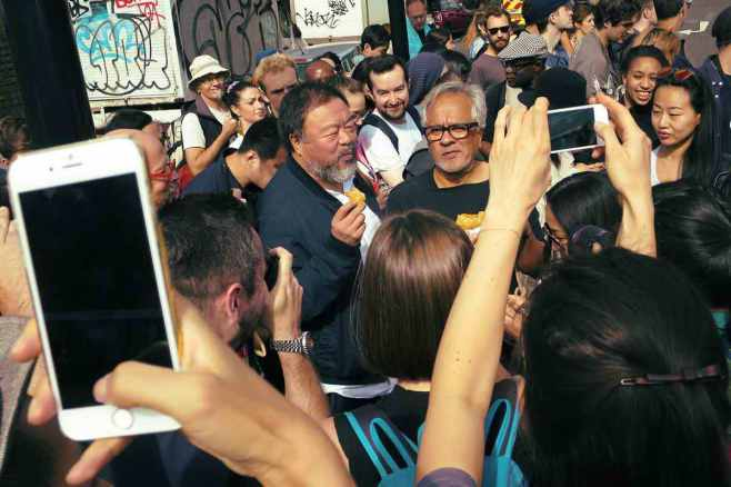 on-the-march-with-anish-kapoor-and-ai-weiwei-body-image-1442505870