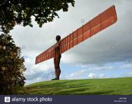 angel-of-the-north-world-famous-sculpture-by-antony-gormley-in-gateshead-CECH9M